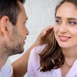 Photo of Як дізнатися ставлення чоловіка до вас: значення дотиків до різних частин тіла
