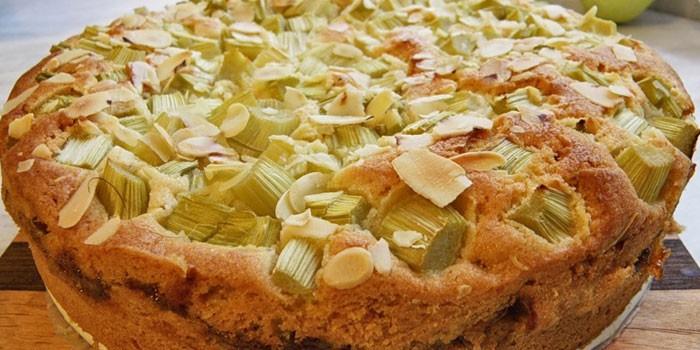 Photo of Пиріг з ревенем – як приготувати з дріжджового, пісочного або листкового тіста з покроковим рецептами з фото