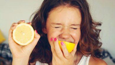Photo of Чому, коли їси кисле, очі закриваються?